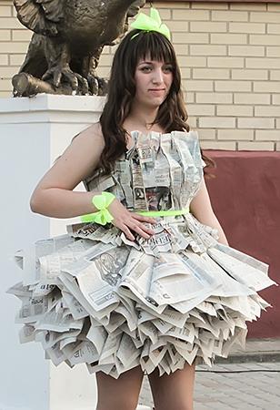 Платье из газеты картинки