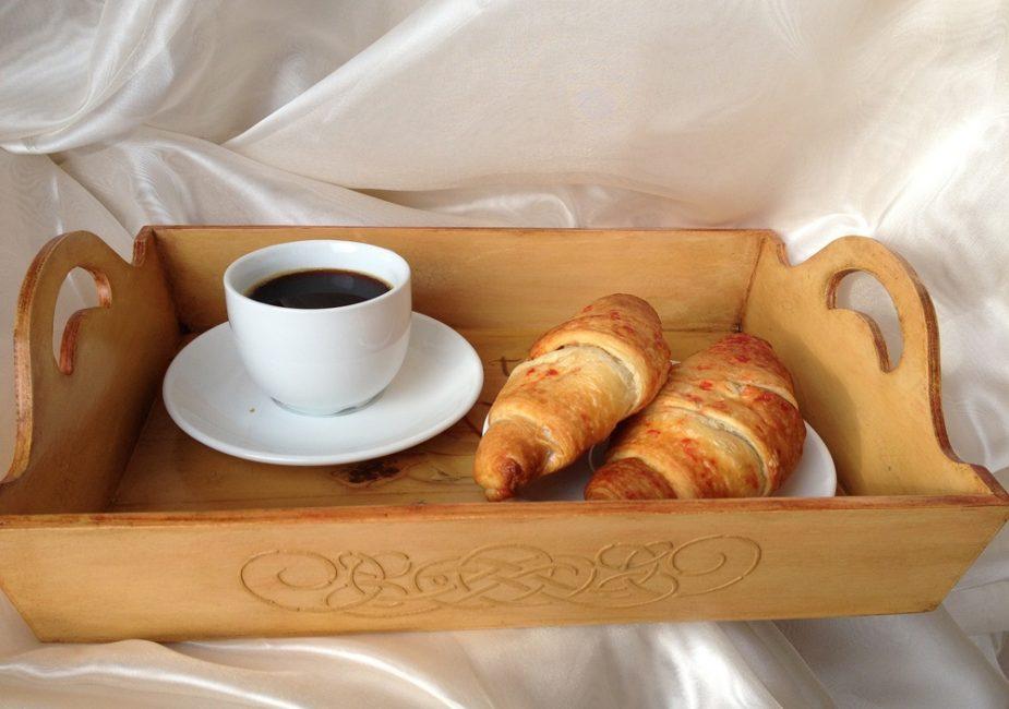 кофе в постель женщине