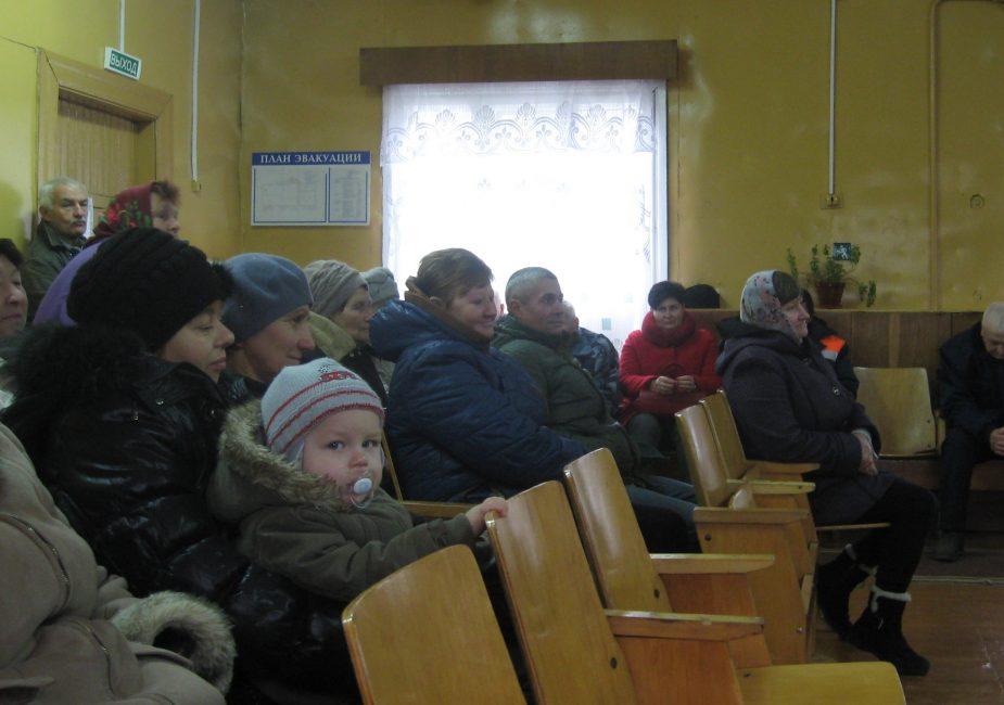 Жыхары Вострава на сходзе ў мясцовым клубе, кастрычнік 2018 года