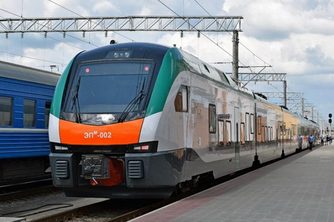 поезд,вагон,вокзал,перон