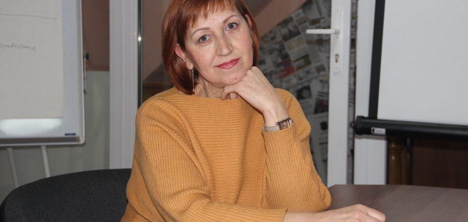 женщина,фотограф,за столом