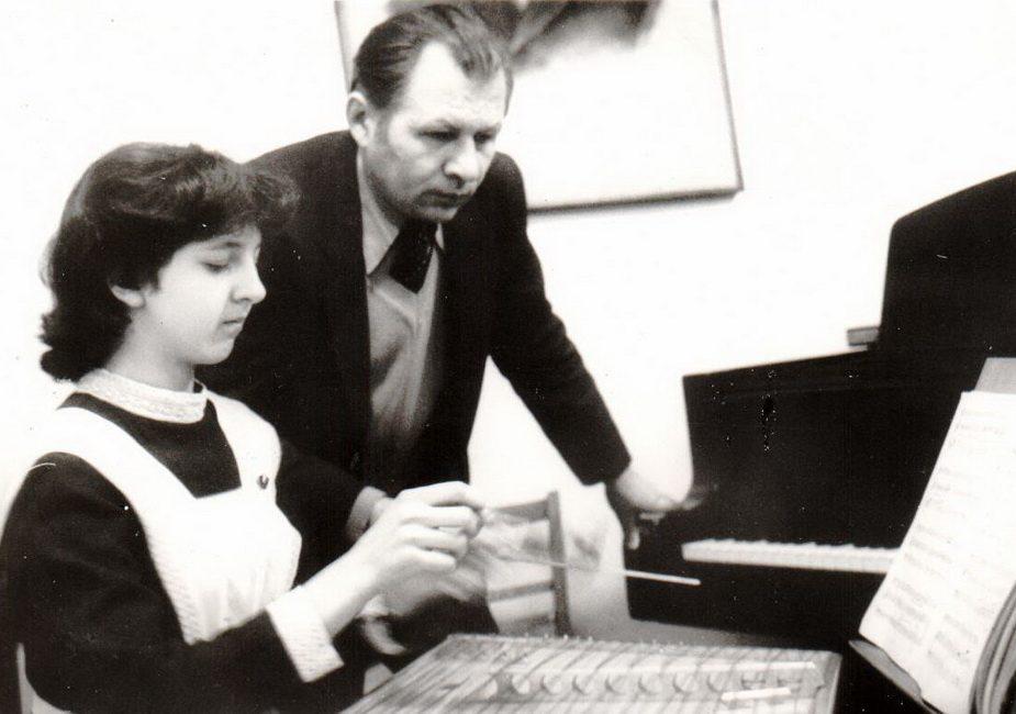 девочка,преподаватель,пианино