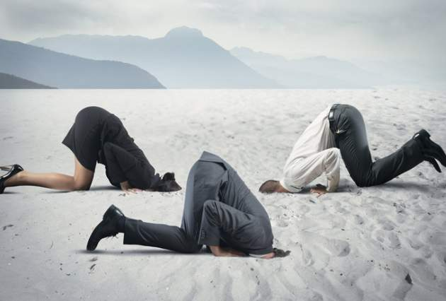 голову в песок