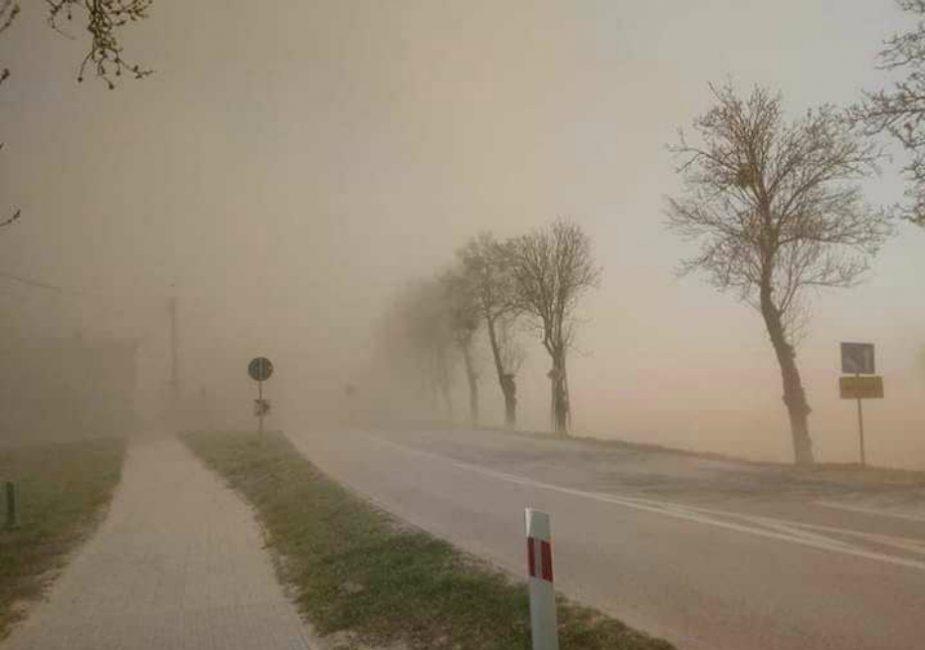 Европу настигла буря пыли из африканской пустыни Сахара. Она уже дошла до  Польши. Стоит ли опасаться белорусам?