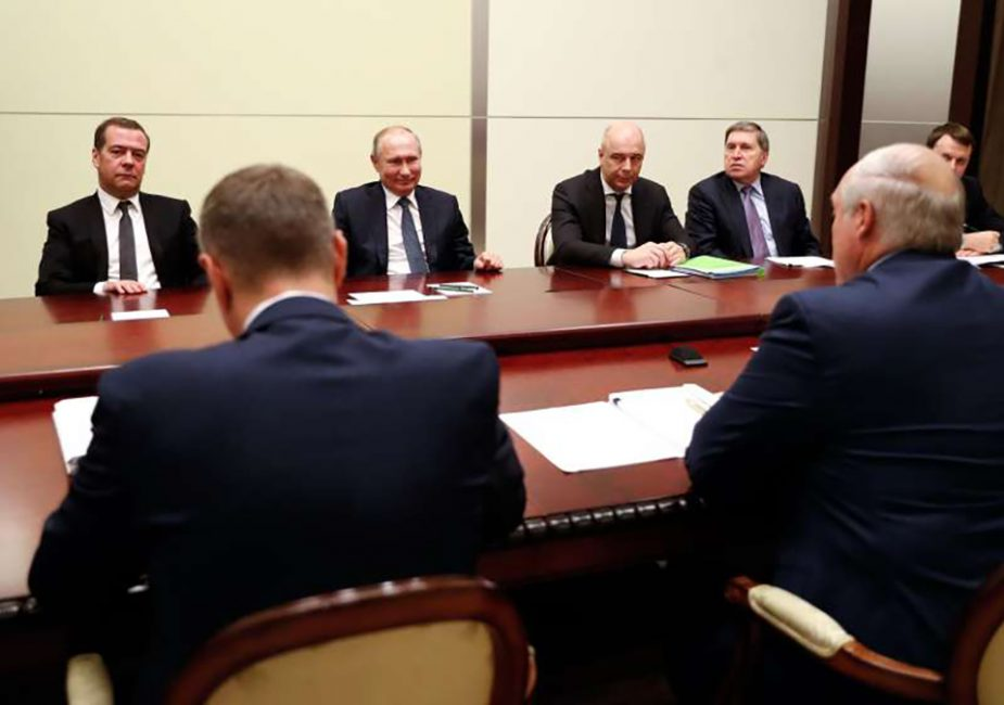 Погас свет на переговорах Путина и Лукашенко