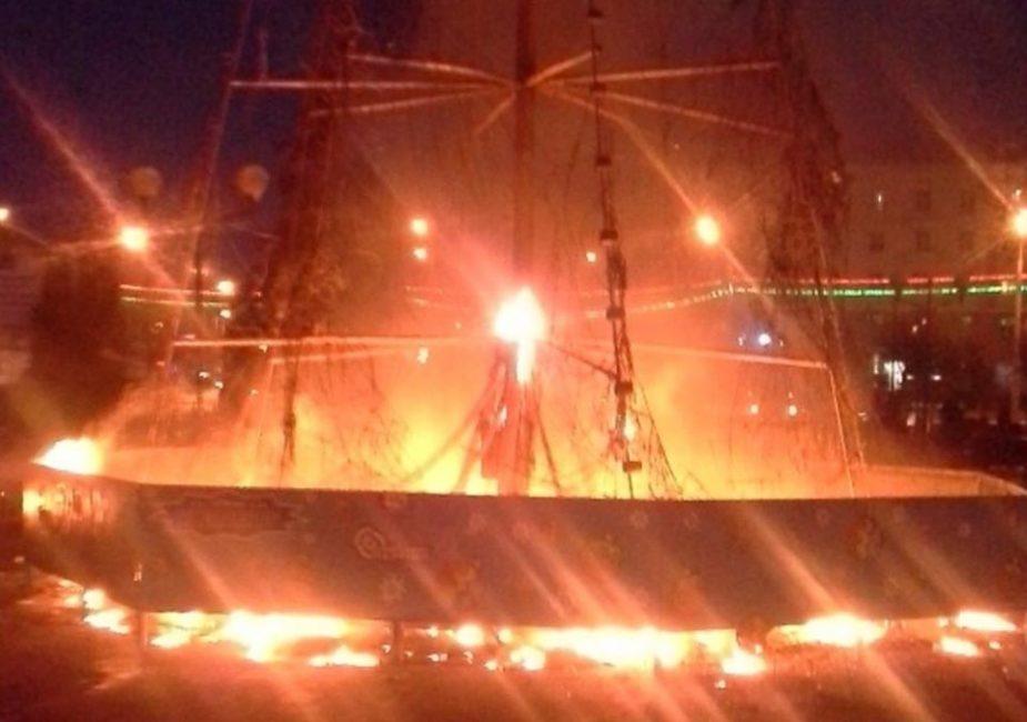 В Гомеле сгорела новогодняя елка