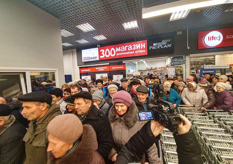 """В Слониме открыли первый """"жесткий"""" дискаунтер """"Грошык"""". Цены порадовали каждого покупателя"""