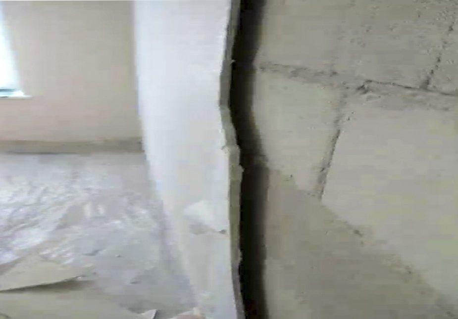 Шпалеры ў новым доме ў Мастах. Відэафакт