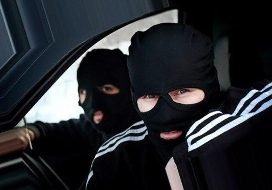 Двое парней из Слонима совершили грабеж в Зельвенском районе и были задержаны