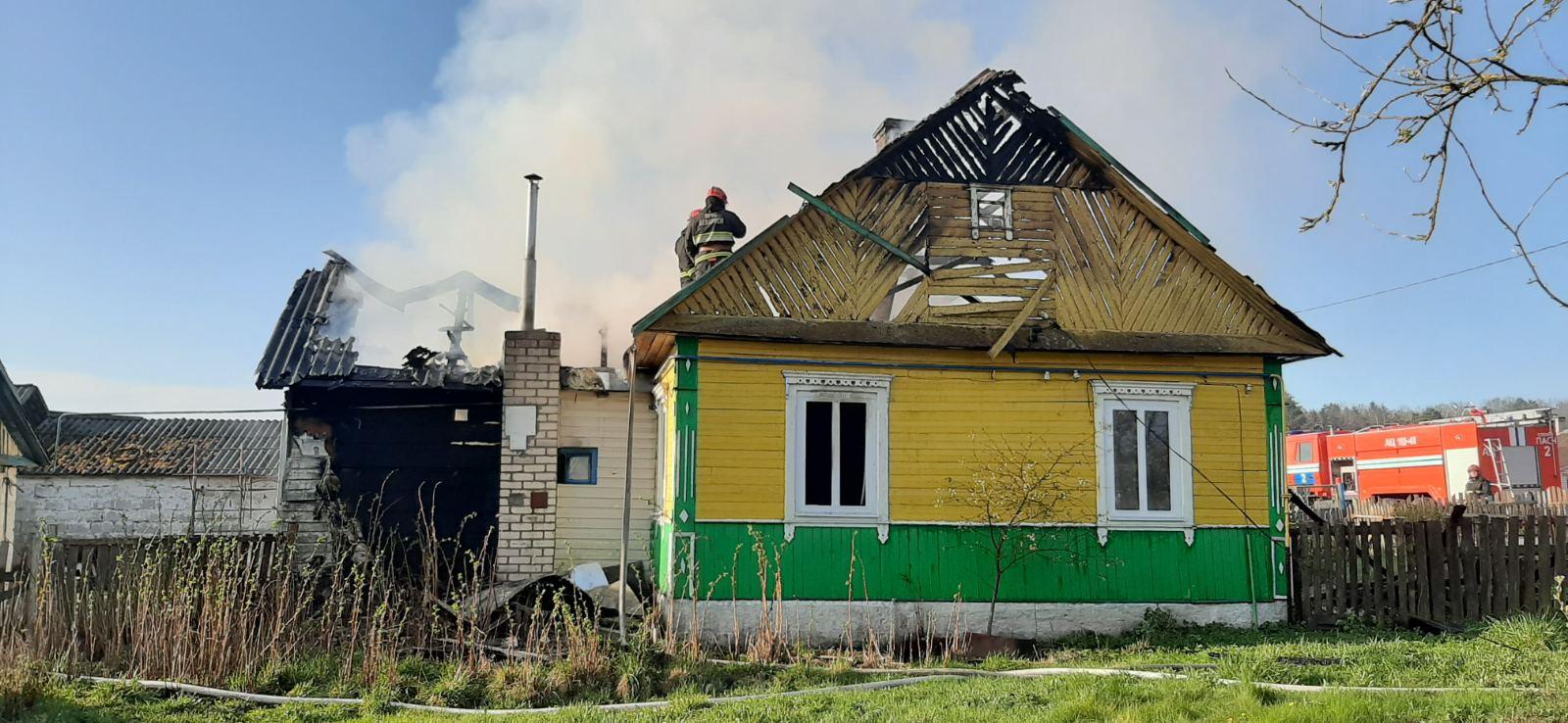 Пожар в Жировичах. Фото Слонимского РОЧС