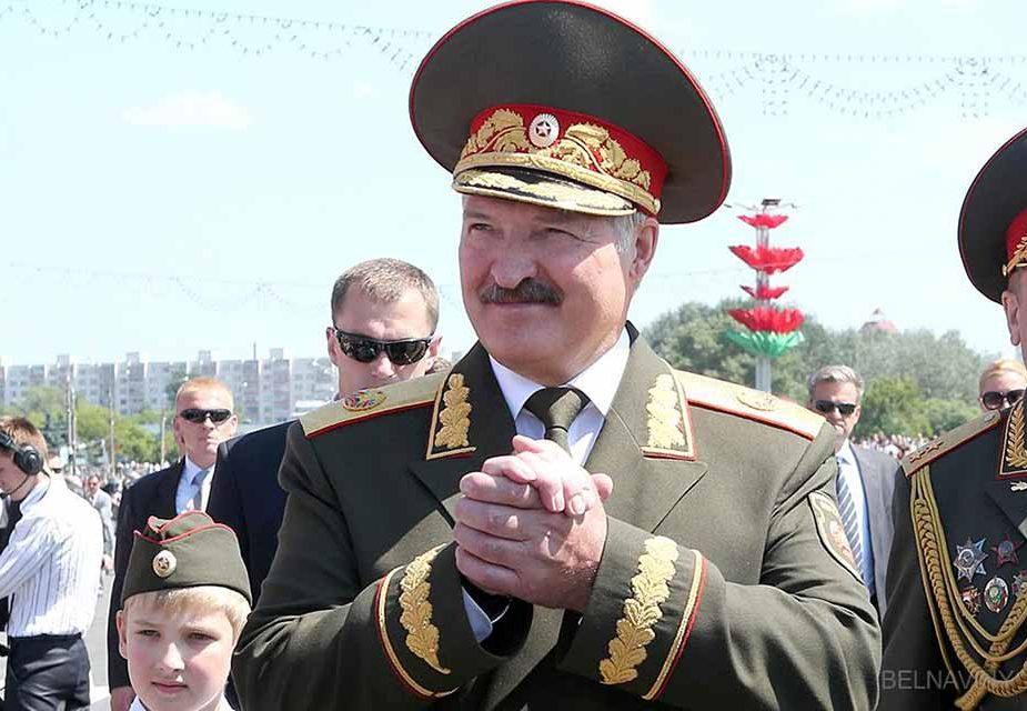 Лукашенко объяснил, почему не может отменить парад на 9 мая