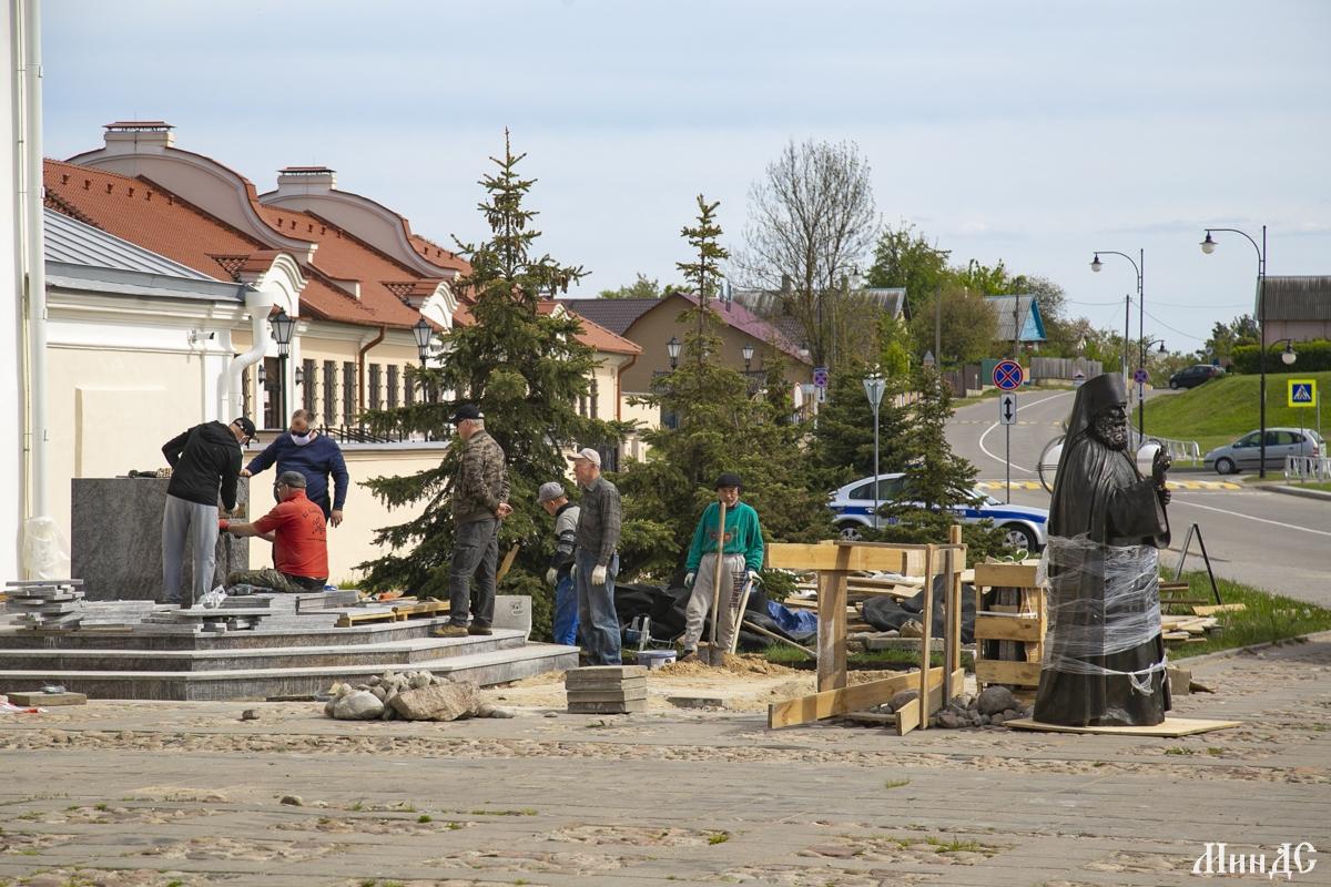 памятник серафиму жировичскому