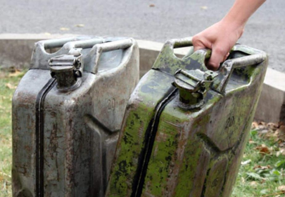 Как долго можно хранить в канистре бензин