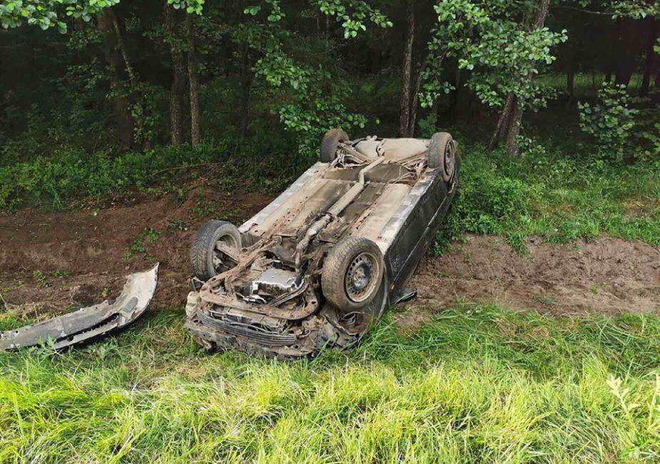 Пьяный за рулем слонимчанин перевернулся на авто