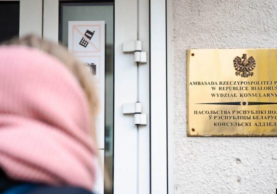 Польша возобновляет выдачу виз