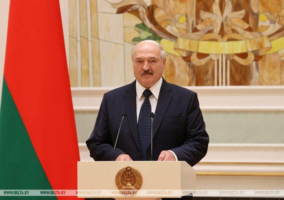 Каждому оппозиционеру - по капле крови! Лукашенко заявил, что готов поделиться с своей плазмой крови с оппозицией