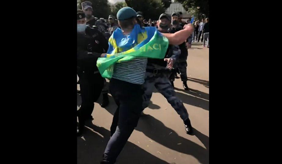 Праздновавшие День ВДВ десантники подрались с росгвардейцами в Москве