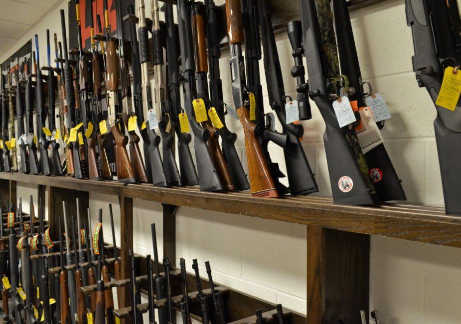 «Попросили не работать». 9 и 10 августа в Беларуси не будут работать многие оружейные магазины