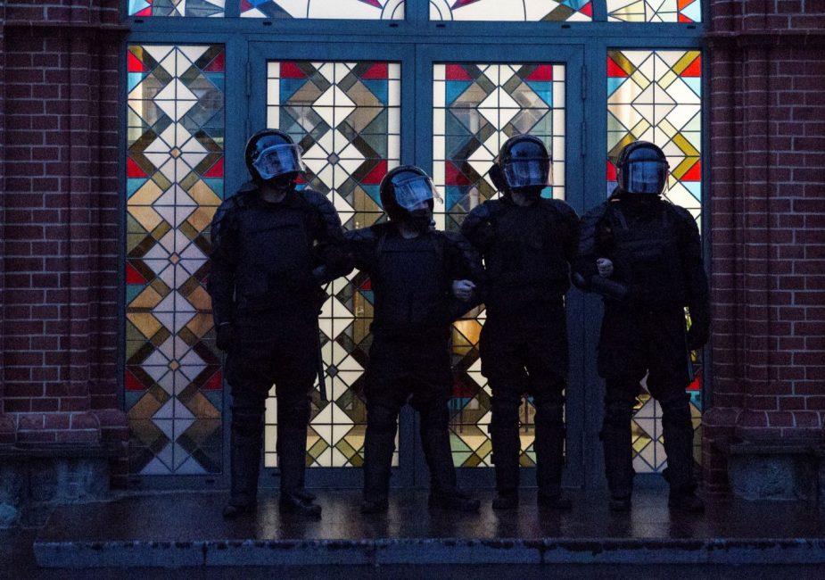 Журналисты, задержания, скорая, депортация. Всё о вчерашних акциях протеста