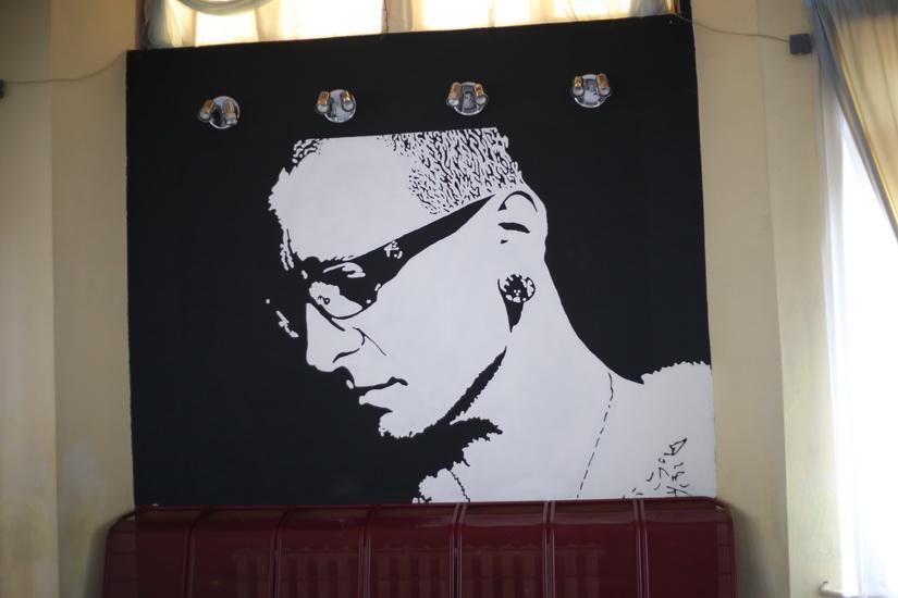 Граффити с изображением Честера Беннингтона