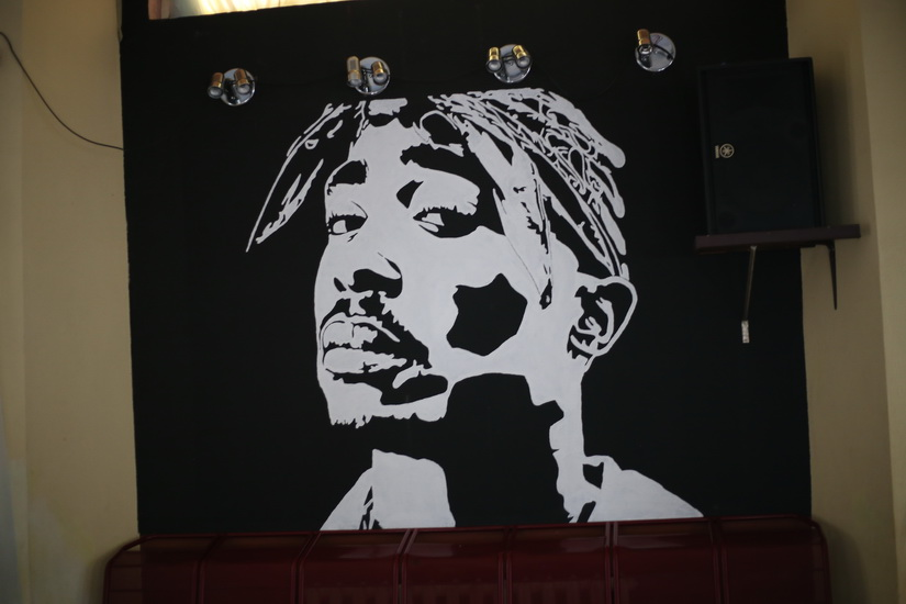 Граффити с изображением Тупака Шакюра
