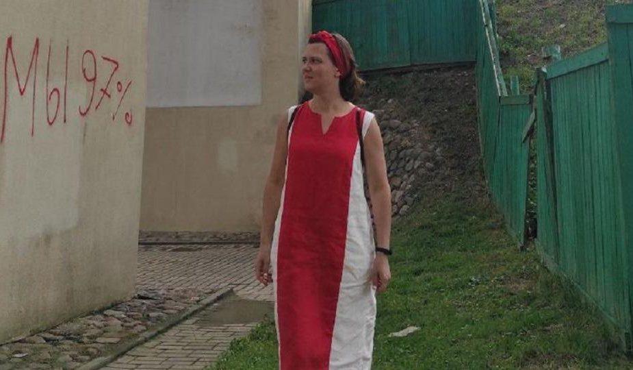 Жительницу Бреста будут судить за бело-красно-белое платье