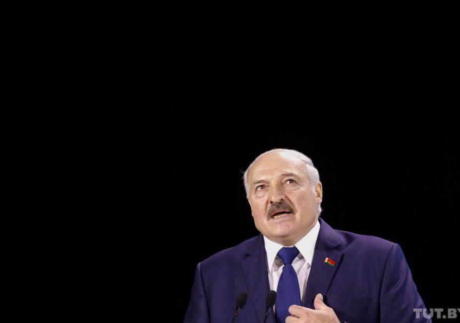 """Лукашенко: """"Оппоненты власти повторяют, как мантру, что белорусы вымирают, не рожают"""""""