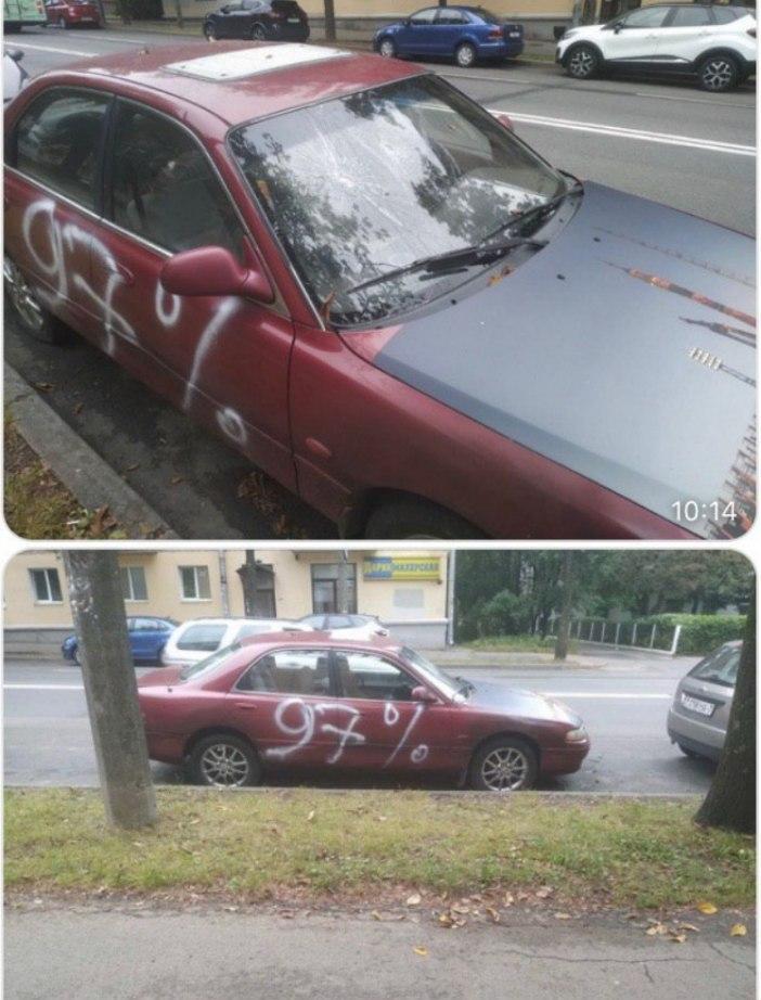 Ночью в Минске хулиганы разрисовали несколько машин с национальной символикой