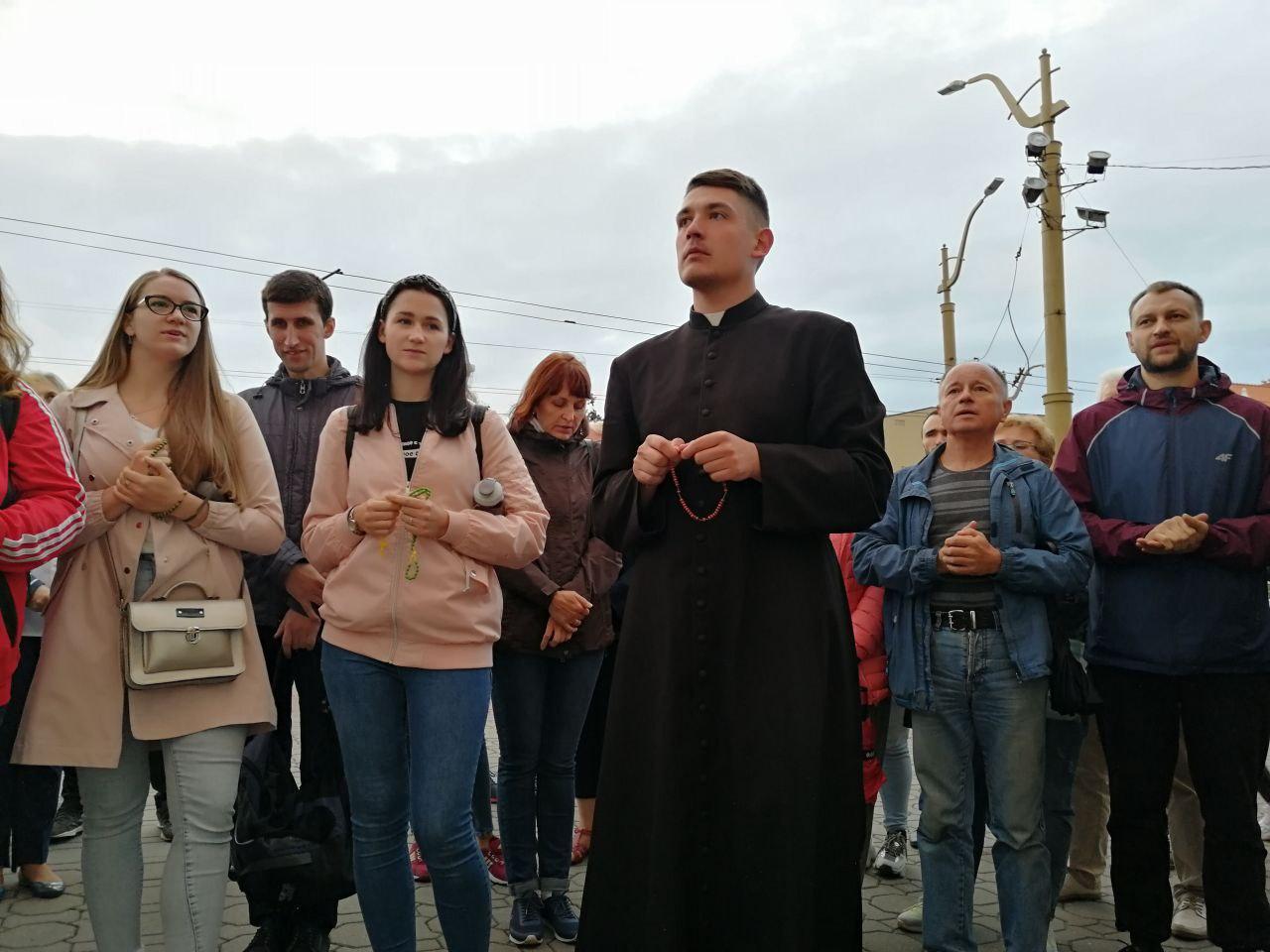 Гродненцы помолились у фарного костёла, в поддержку Тадеуша Кондрусевича