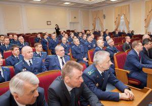 """Власти хотят """"поднять статус"""" работников прокуратуры"""