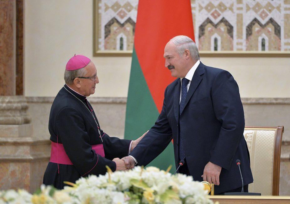 """Лукашенко заявил, что костелы вели """"антилукашенковскую пропаганду"""""""