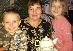 Галина Васильевна с внуками