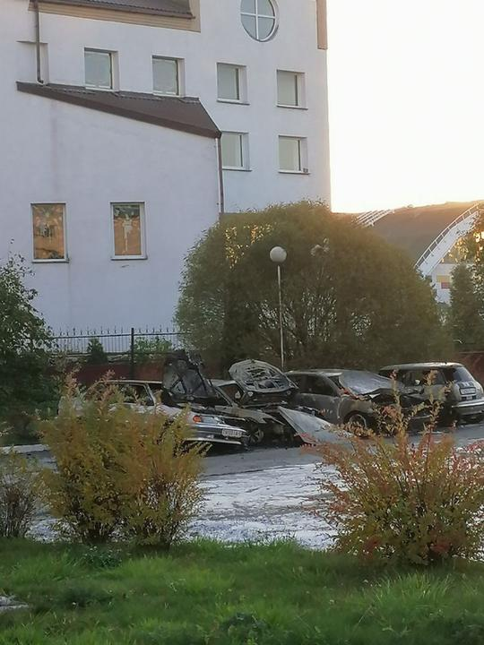сгорели машины возле прокуратуры