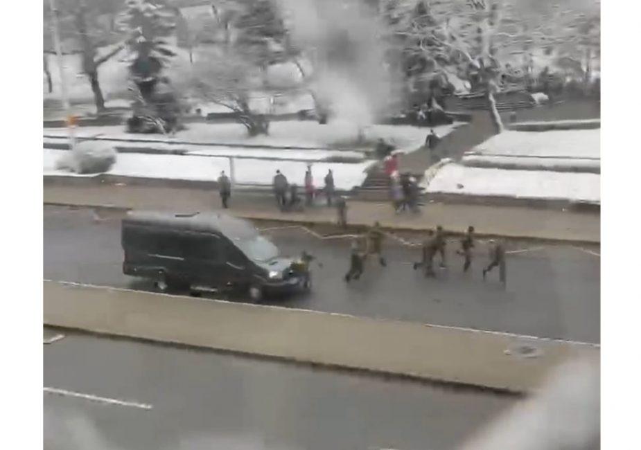 В Минске силовик попал под колеса служебной машины