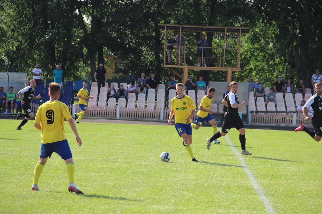 Алексей Чернодаров с мячом