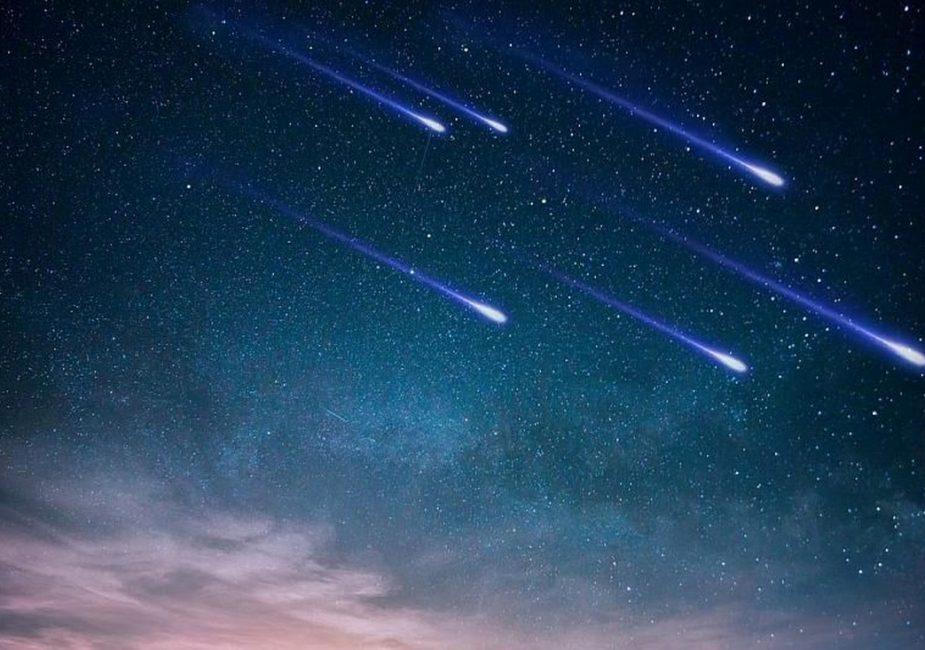 Сотни метеоров пролетят в небе над Москвой