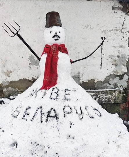 снеговик с усами