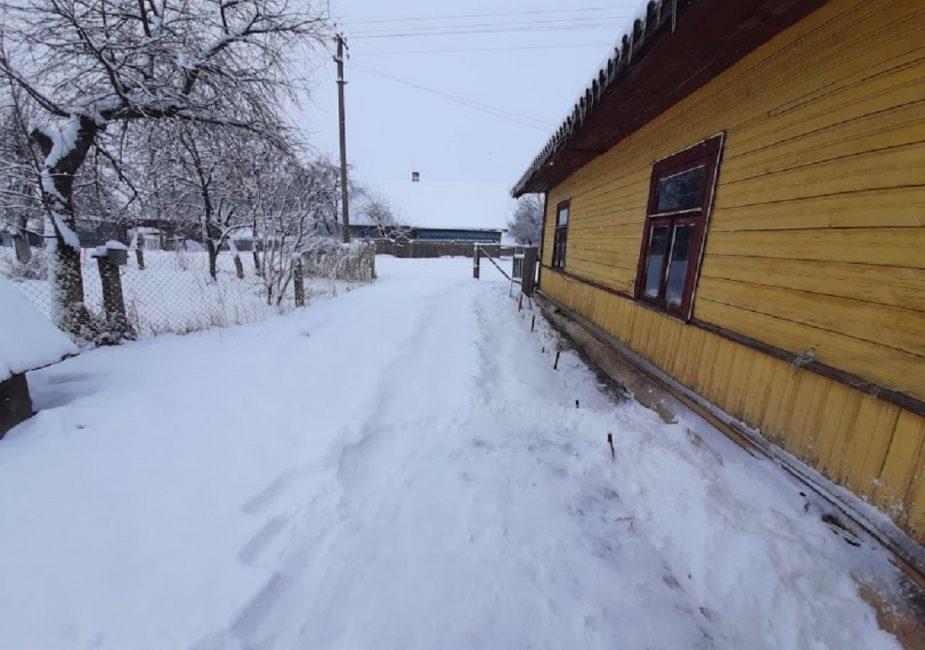 Белы снег Вострава...