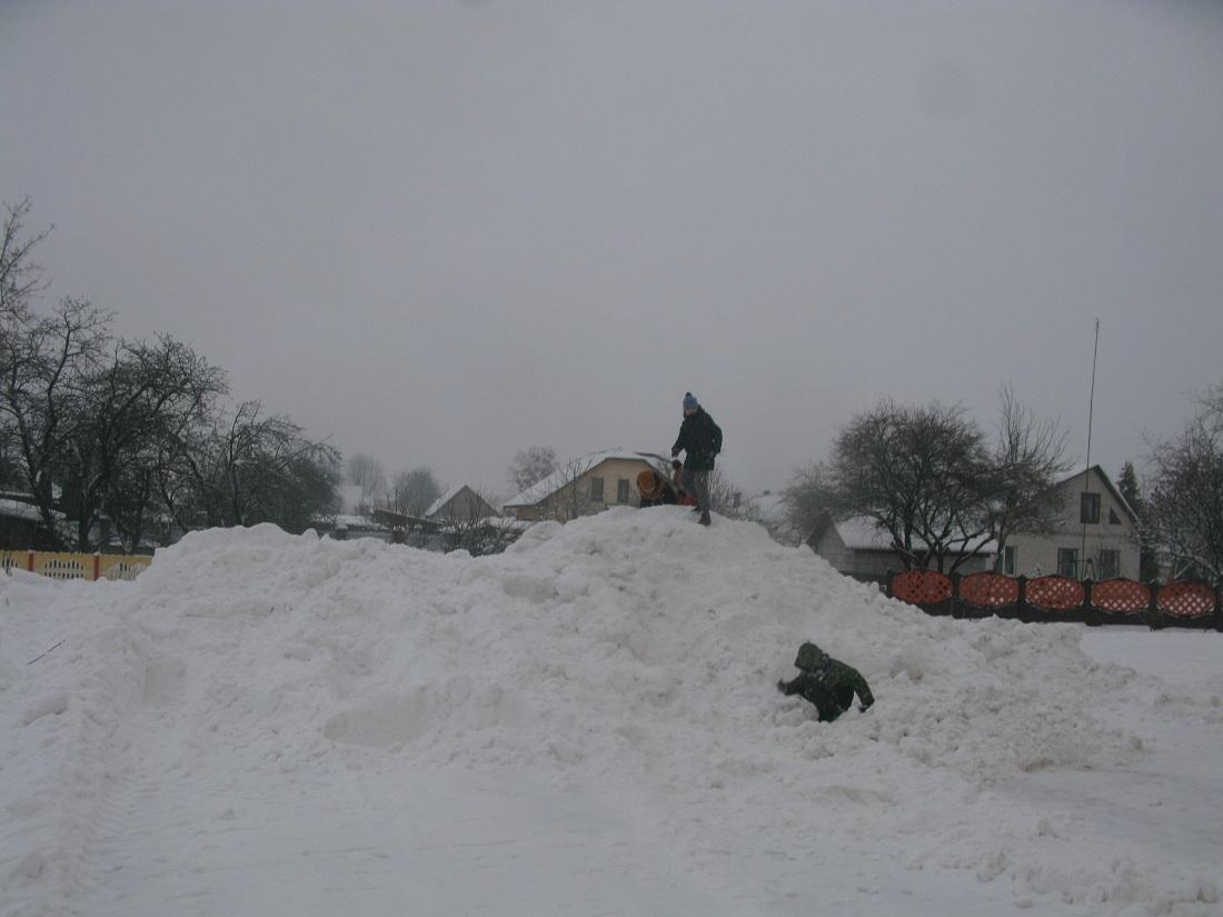 Дзеці на снежнай горцы