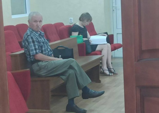 Алег Вяселік у судзе