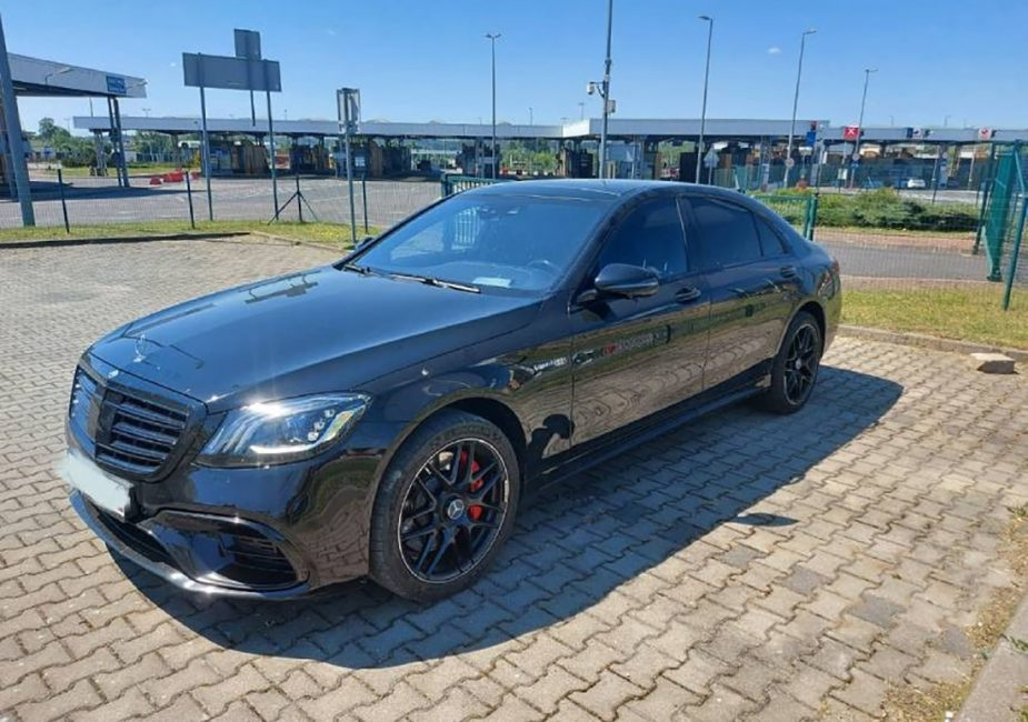 Дорогостоящий Mercedes-Benz изъяли у белоруса на польской границе