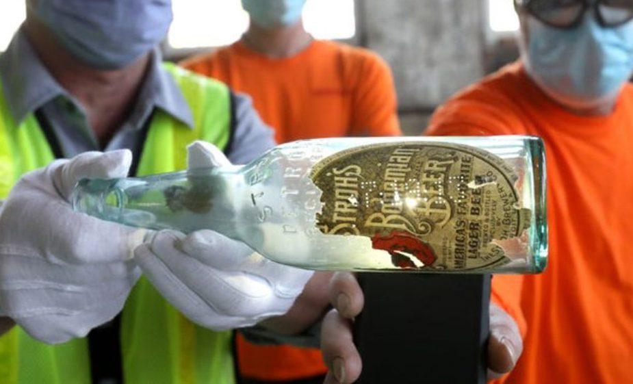 На вокзале нашли 100-летнюю бутылку с запиской внутри