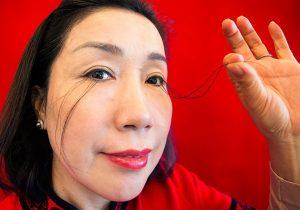 Китаянка отрастила 20-сантиметровые ресницы и попала в книгу рекордов Гиннеса
