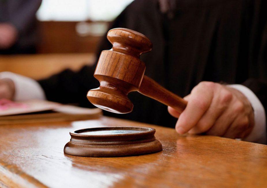 46-летнюю женщину осудили на два года колонии за оскорбление президента и милиционеров