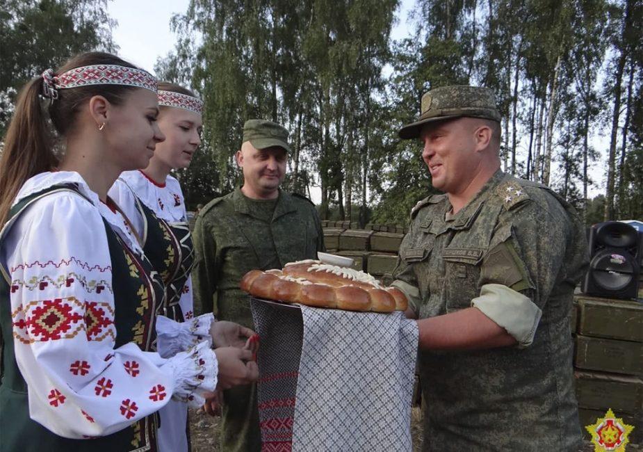 Очередной эшелон российских военных с техникой прибыл в Беларусь