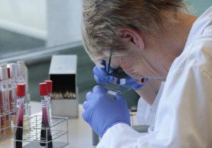 Непривитые от коронавируса умирают в 11 раз чаще вакцинированных в случае заражения, заявили американские ученые