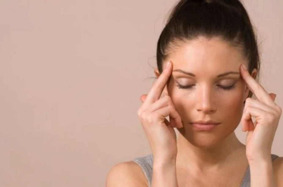 Названы причины сильной головной боли по утрам