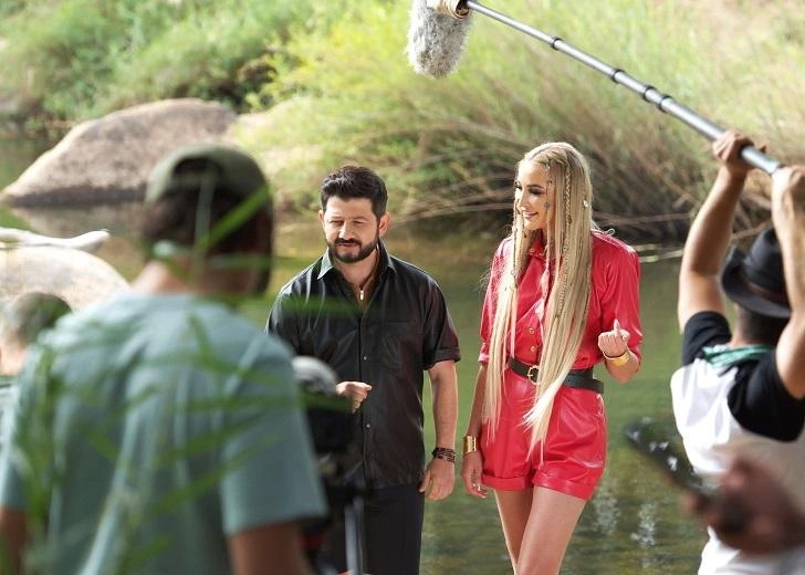 Настоящая амазонка: Ольга Бузова щеголяет золотистым загаром на съемках шоу в Африке