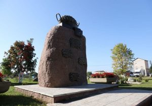 Памятник картошке в Беларуси